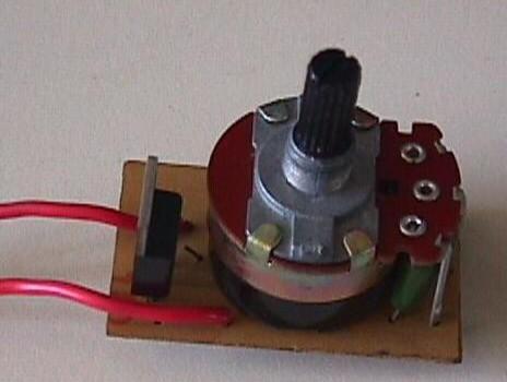 Atenuador con potenciómetro para lámparas incandescentes