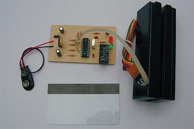 Control de Acceso con Tarjeta de Banda Magnetica